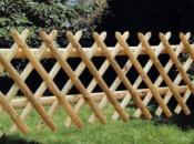 Eecinto estensibile con pali di legno di diametro 60 mm